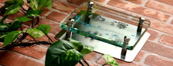 フラットガラス表札Gシリーズ「正方形150クリア」ステンレス板付・2色目込み