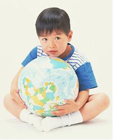 はや20世紀を迎え、物が溢れ文明も栄華を極める昨今、 今世界は環境破壊・経済格差・核問題など様々な 重い問題を抱えています。